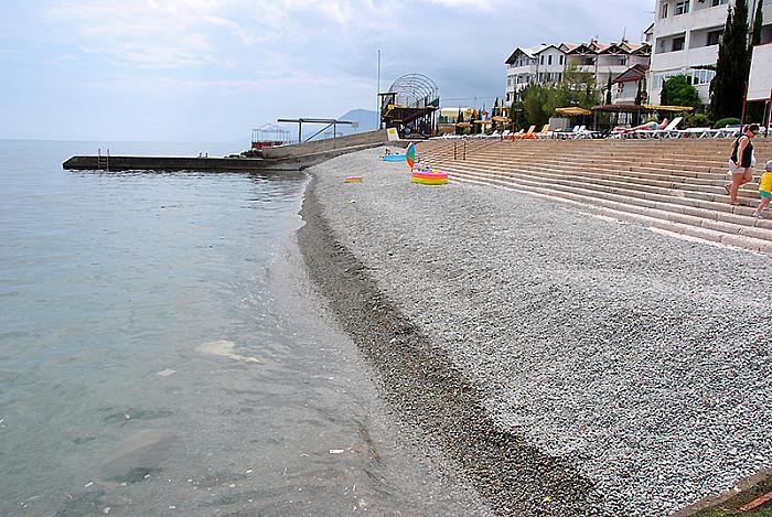 Кооператив Дельфин  пляж галька